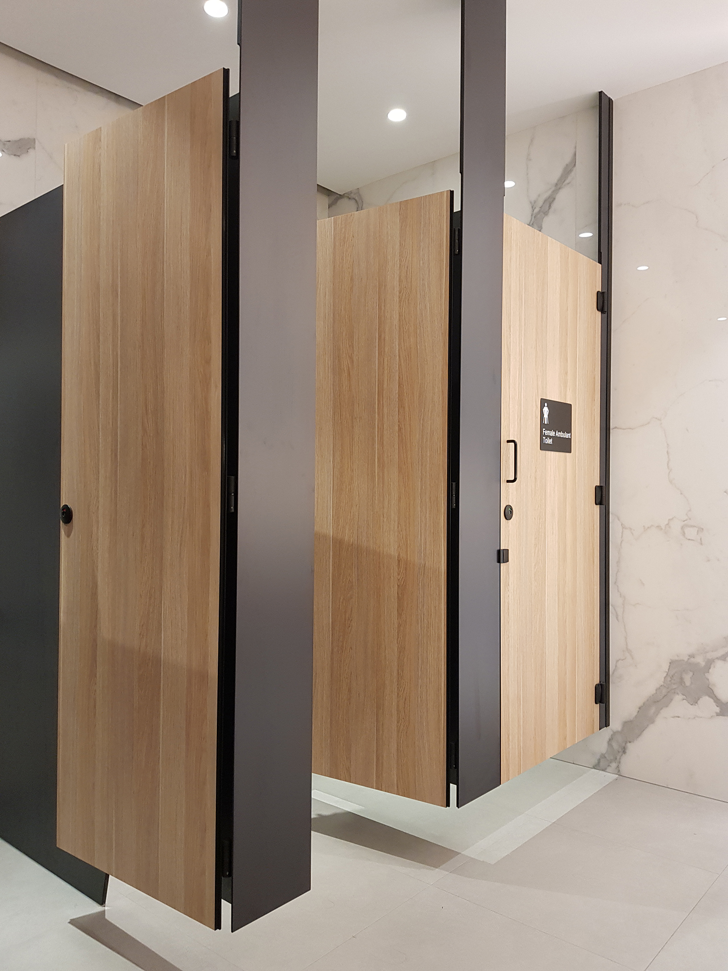 Streamline aqualoo for 1800mm high shower door